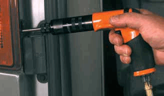 cleco-14-series-pistol-grip-pneumatic-screwdriver-in-use.png